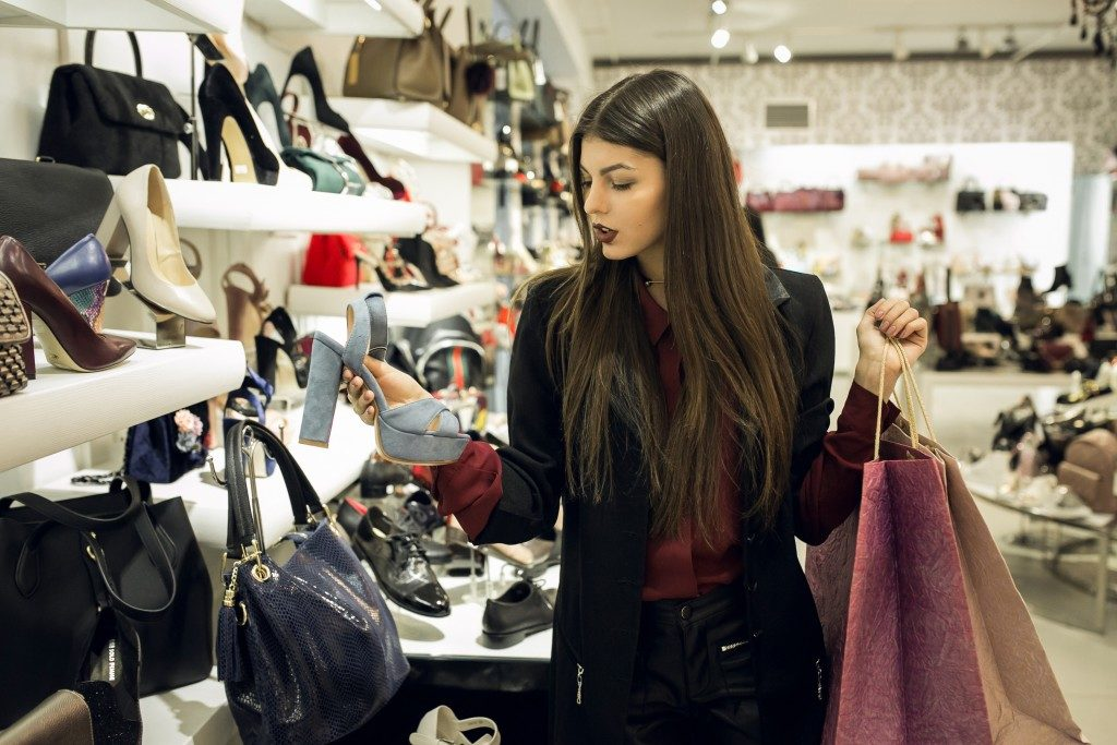 woman shopping in the mall