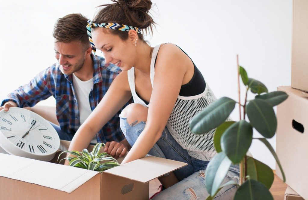 Couple packing belongings in a box