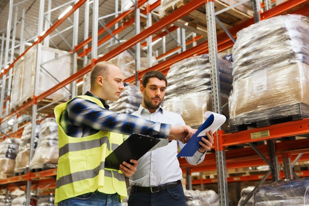 Checking shipment information in a warehouse