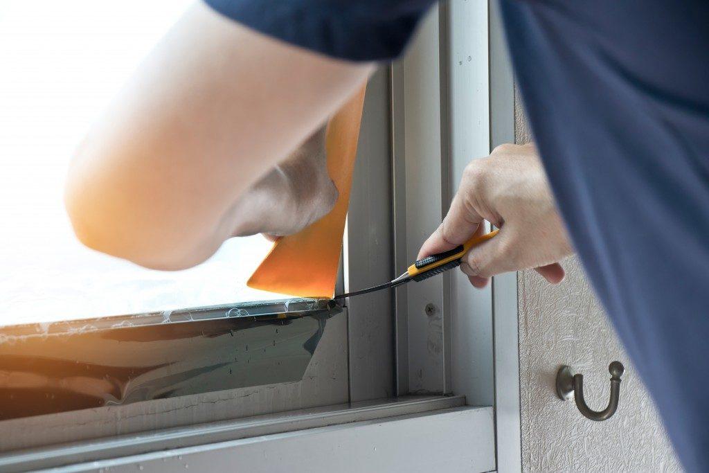 Installing window tints